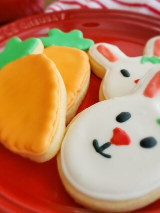 The cutest carrot and bunny sugar cookies for Easter