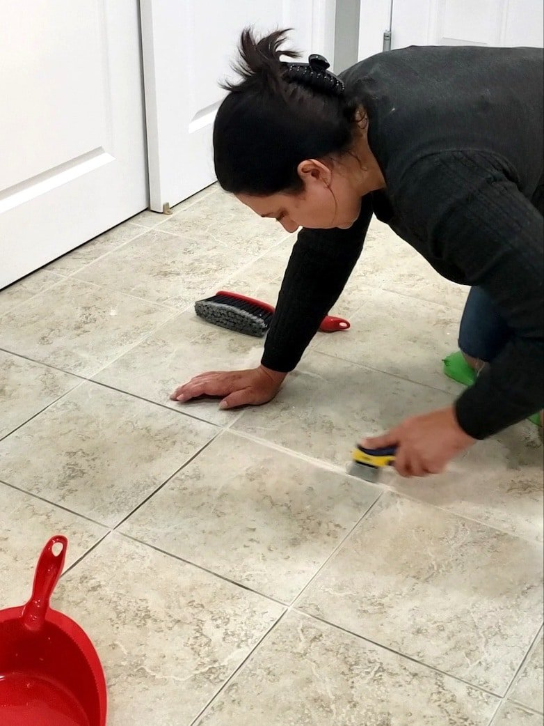 Removing old, damaged grout