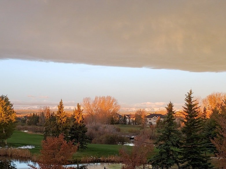 Cloud arch forming with chinook winds blowing